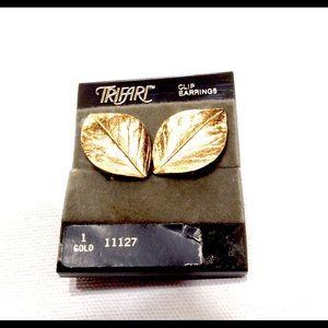 Vintage Trifari Earrings Leaf Clip Earrings